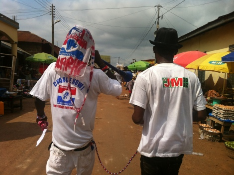 Supporters of the 2 main political parties proclaiming peace, the day after the winner was declared.